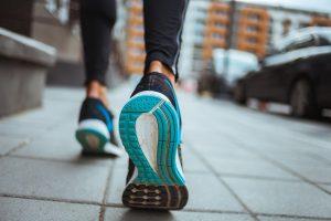Entenda os benefícios da caminhada e como inseri-la na sua rotina!