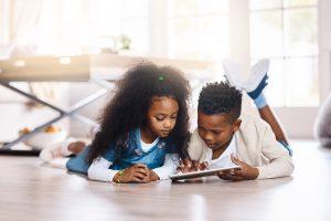 Entenda sobre os prejuízos da hiperconectividade para crianças e adolescentes