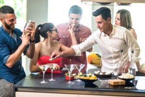 8 dicas para um happy hour incrível em casa