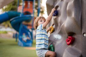 Conheça as vantagens de um condomínio com espaço kids